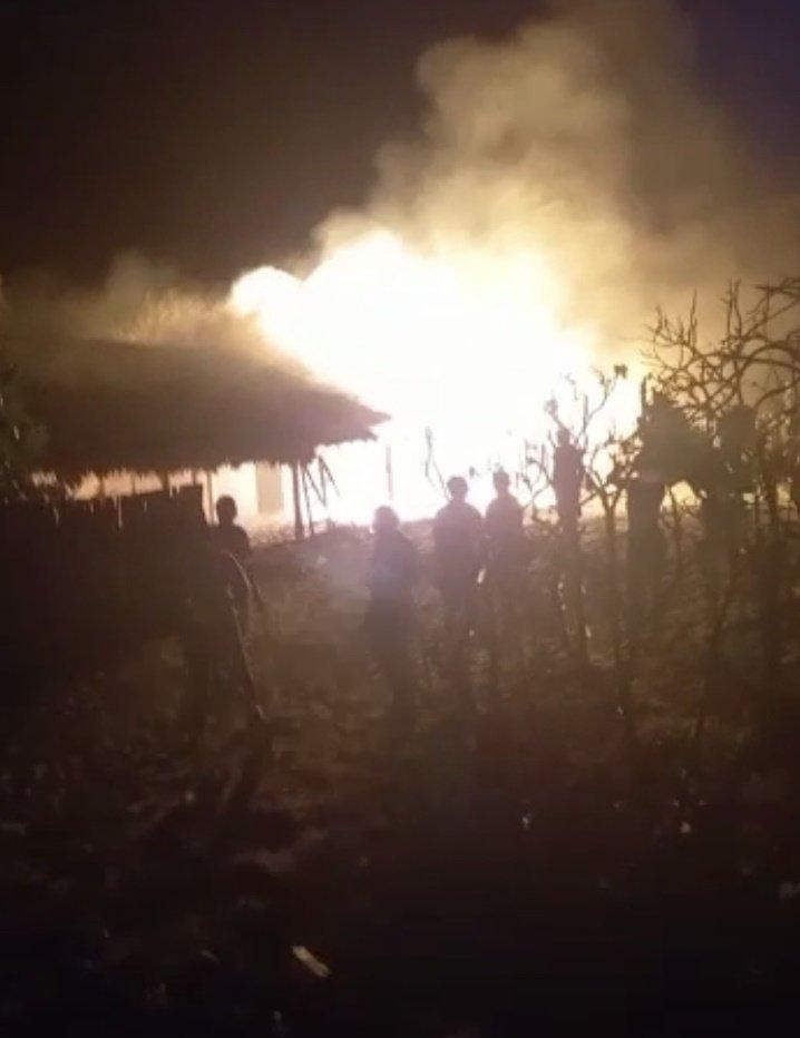 Barracas da praia de Barra Grande pegam fogo
