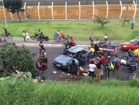 Motorista derrapa e cai na BR-316 após desviar de buracos