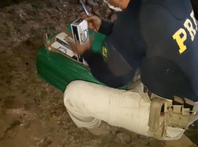 PRF apreende carga de cigarros avaliada em R$ 481 mil em Teresina