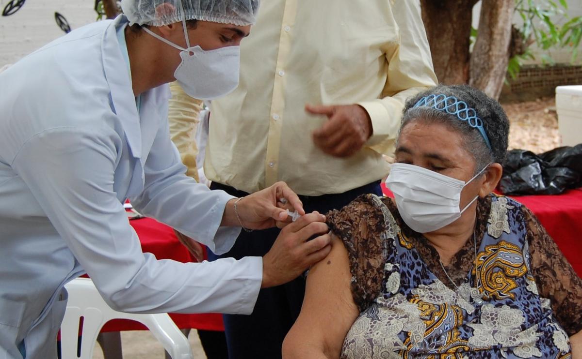 Teresina inicia a dose de reforço com vacinação em abrigos de idosos