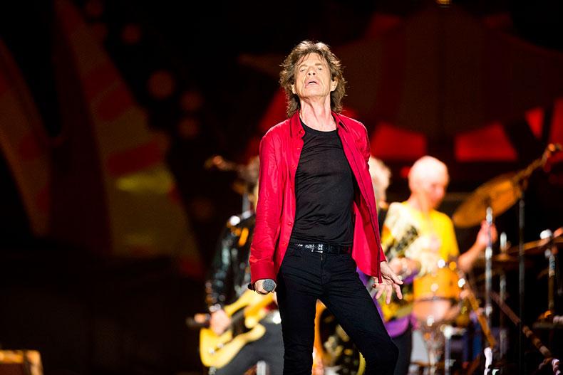 Rolling Stones homenageia Charlie Watts em primeiro show da turnê 'No Filter'