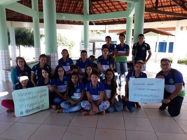 Estudantes protestam por falta de transporte escolar em Queimada Nova