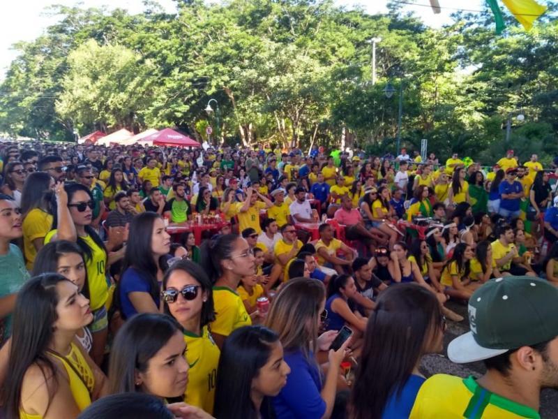 Complexo da Ponte Estaiada recebe torcedores e vai exibir Brasil x Bélgica