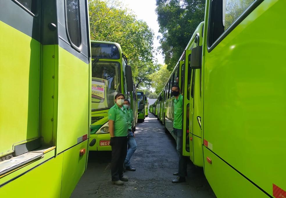 Empresários e trabalhadores do transporte se reúnem para discutir volta dos ônibus