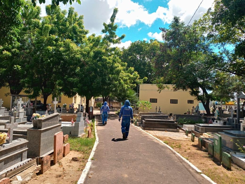 Prefeitura inicia limpeza dos cemitérios para o Dia de Finados