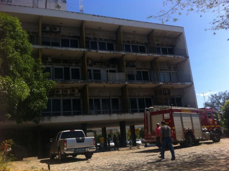 Princípio de incêndio assusta trabalhadores do DER no centro de Teresina
