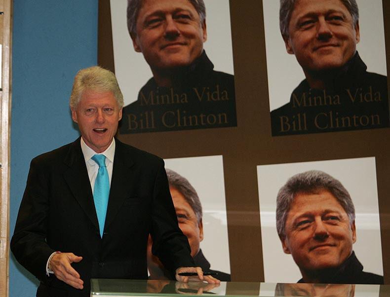 Ex-presidente norte-americano Bill Clinton está internado com infecção sanguínea