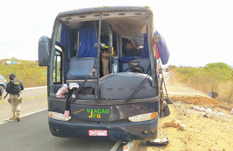 PRF diz que ônibus estava a 120km/h em acidente que matou três crianças no Piauí