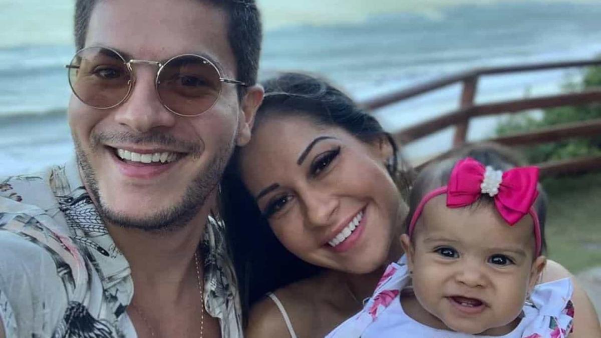 Mayra Cardi e Arthur Aguiar reatam e publicam vídeo aos beijos