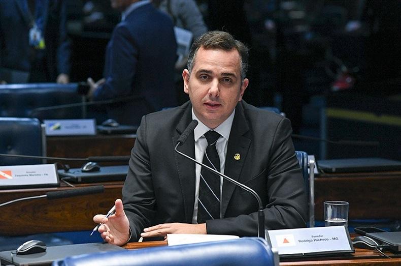 Pacheco quer que Estados definam alíquota de ICMS para redução de preços dos combustíveis