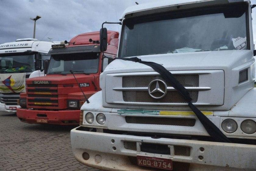 Caminhoneiros confirmam greve e classificam ajuda de Bolsonaro como esmola