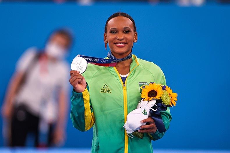 Após queda, Rebeca Andrade termina em sexto na trave no Mundial de Ginástica