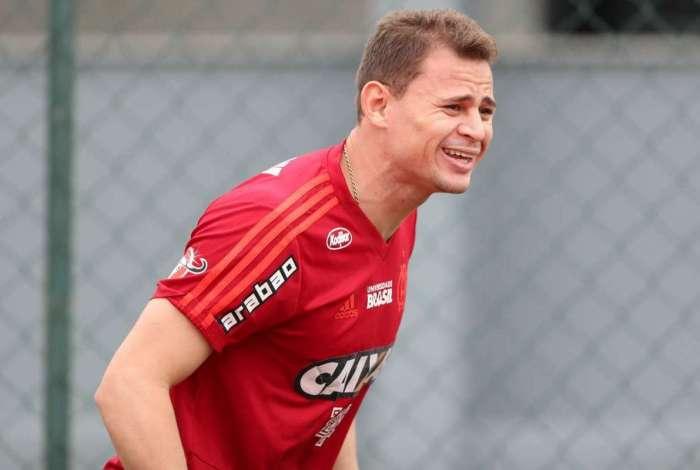Volante piauiense deixa o Flamengo e acerta com time árabe