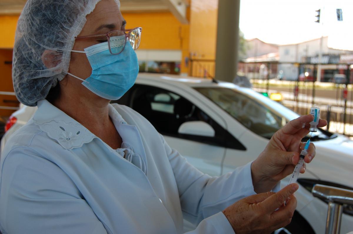 FMS vacina esta semana adolescentes de 13 anos e realiza drives de 2ª dose; confira