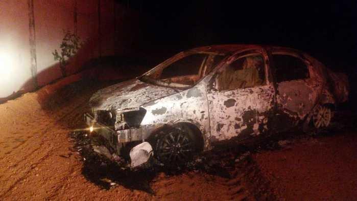 Carro de proprietário de academia é encontrado incendiado