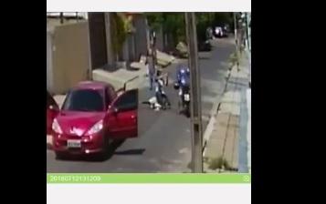 Gêmeos são rendidos e presos em flagrante após realizarem assalto em Teresina; vídeo