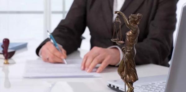 Firmino sanciona lei que permite advogados autenticar cópias de documentos
