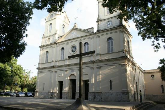 Criminosos roubam e depredam Igreja no Centro de Teresina