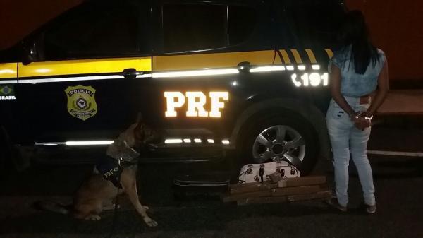 PRF prende em flagrante mulher em ônibus de viagem com 8,8 kg de maconha no Piauí