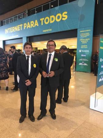 Prefeito Henrique Cesar Assina termo de adesão ao Programa Internet Para Todos