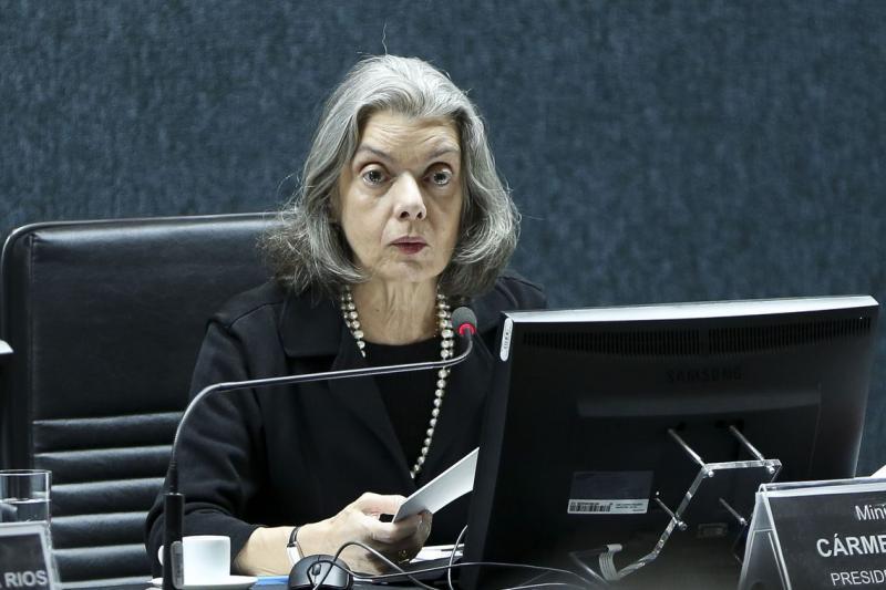 Carmén Lúcia assume interinamente a Presidência da República