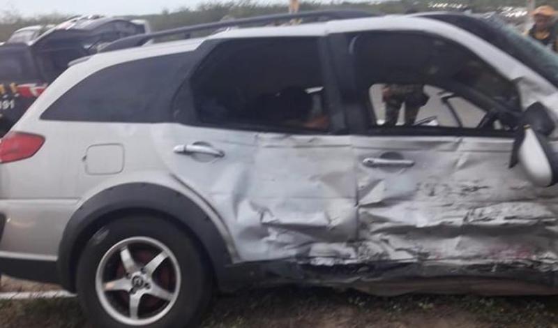 Carro colide em van deixa um morto e seis feridos