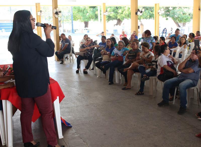Após assembleia, trabalhadores da educação decidem manter greve