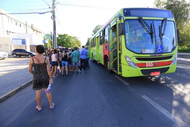 Idosa é atropelada por ônibus no centro de Teresina