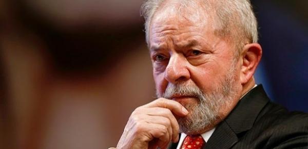 Lula diz em livro que está pronto para ser preso