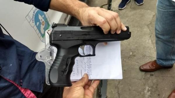 Morador usar arma para ameaçar funcionários da Eletrobras durante corte de energia em Teresina