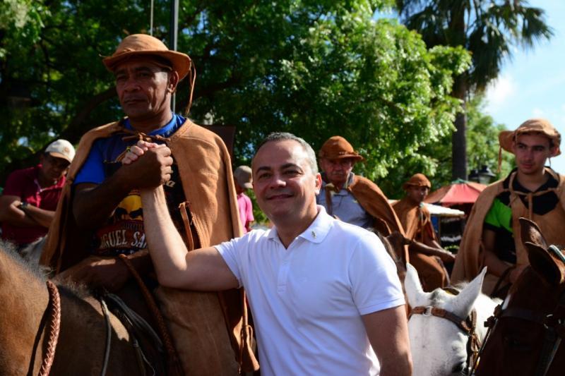 Valter Alencar prestigia Festa do Vaqueiro em José de Freitas