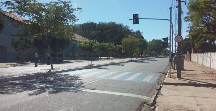 Amanhã começam a funcionar dois novos semáforos na zona sul