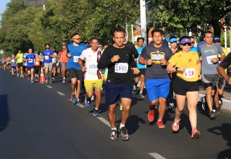 'Volta da Frei' reúne 900 atletas na principal avenida de Teresina