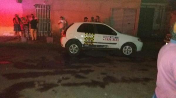 Taxista é morto a tiros em bar de Teresina