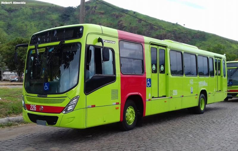 Ônibus é alvo de arrastão na zona Leste