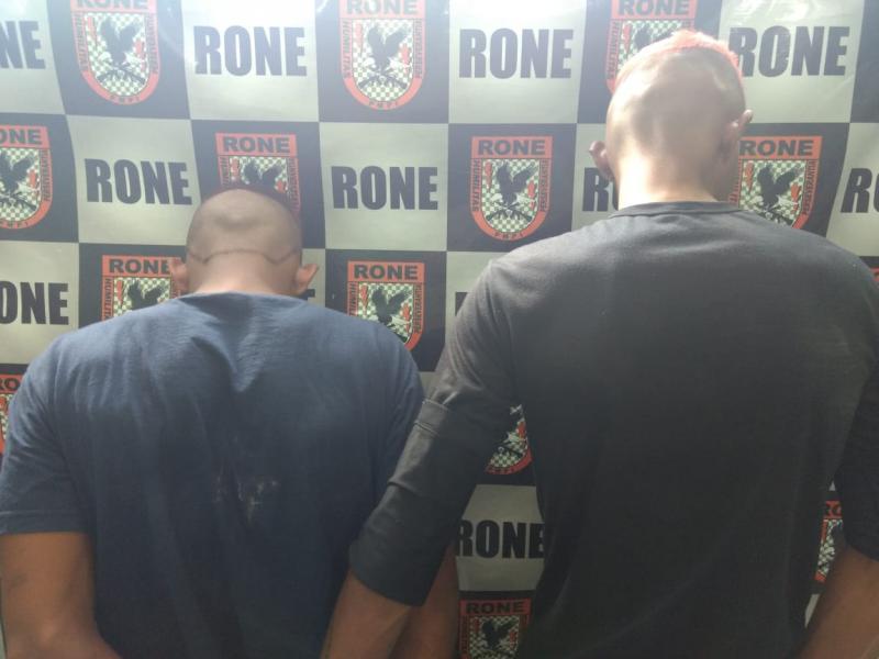 Polícia prende dois homens suspeitos por tráfico de drogas