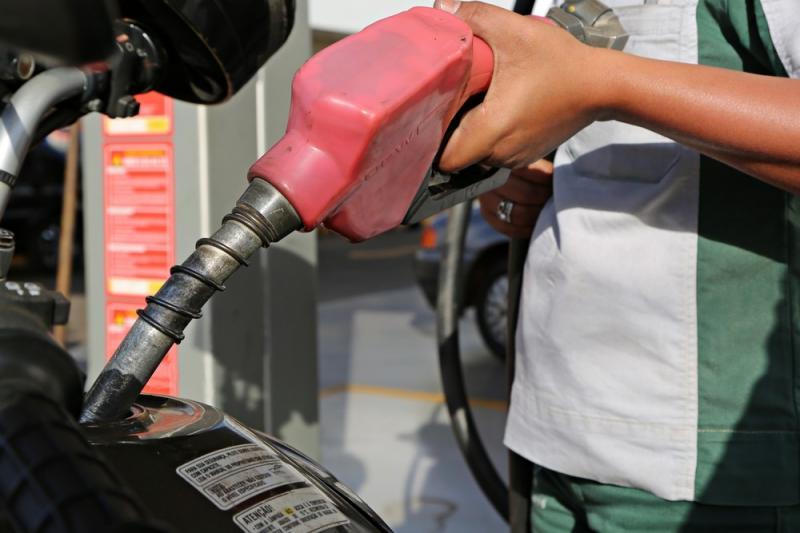 Petrobras anuncia reajuste de 1,68% no preço da gasolina nas refinarias