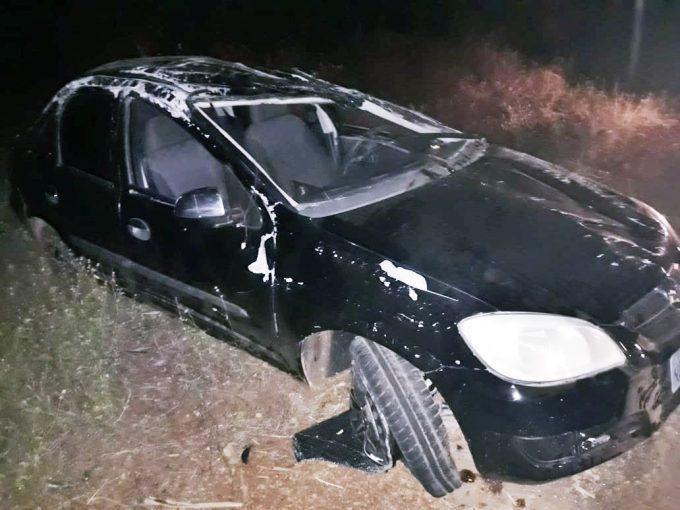 Dois jovens ficam feridos após capotarem carro na PI-115