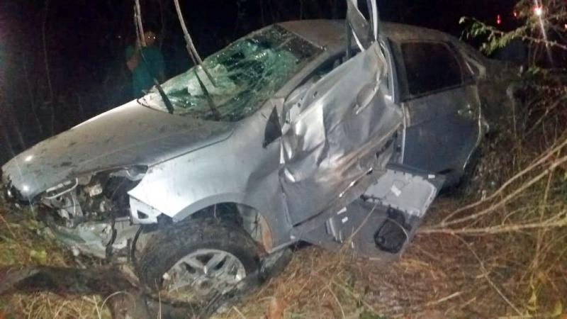 Colisão entre caminhão e um carro deixa uma pessoa morta e outra ferida na BR-316