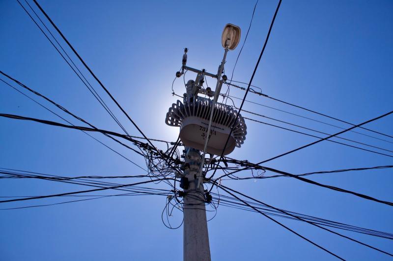 Homem morre ao fazer ligação clandestina de energia elétrica no Dirceu II