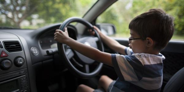 Pais de menor que causou acidente de trânsito terão de indenizar vítima