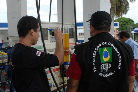 ANP fiscaliza 26 postos de combustível e autua um em Teresina