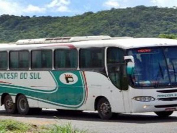 Homem faz arrastão em ônibus e passageiros vivem momento de 'terror' no interior do Piauí