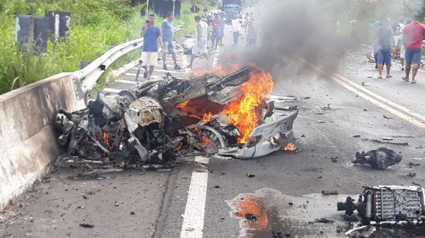 Acidente deixa dois mortos na BR-343 no PI; vídeo mostra carros de luxo em alta velocidade