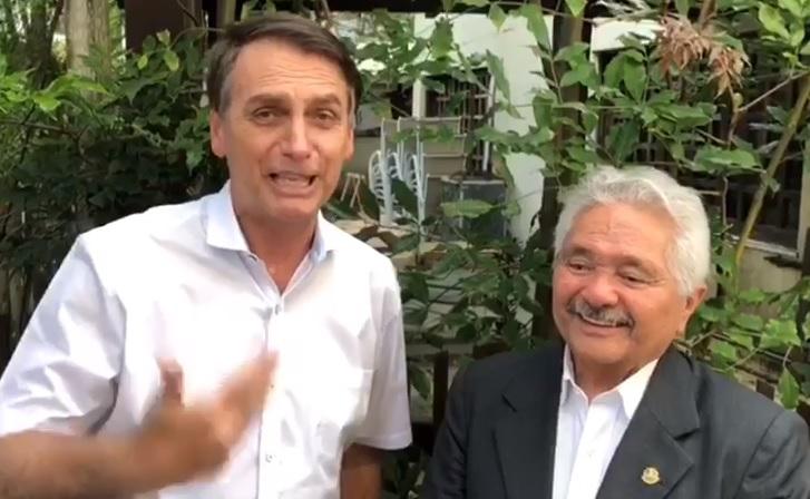 Bolsonaro grava vídeo elogiando apoio recebido por Elmano Férrer
