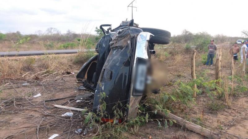 Idoso morre após caminhonete capotar na BR-135 em Cristino Castro