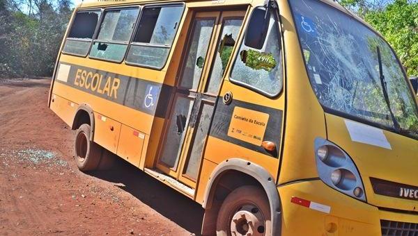 Ônibus escolar da secretaria de educação de Piripiri é alvo de vândalos