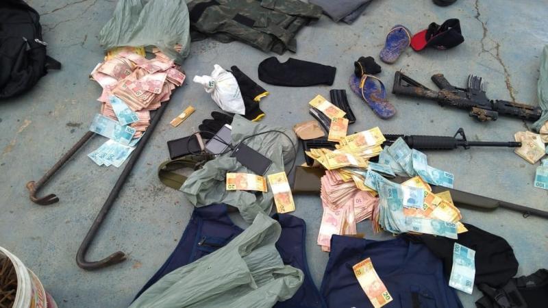 Dois bandidos são mortos pela PM após explodirem caixas eletrônicos em Floriano