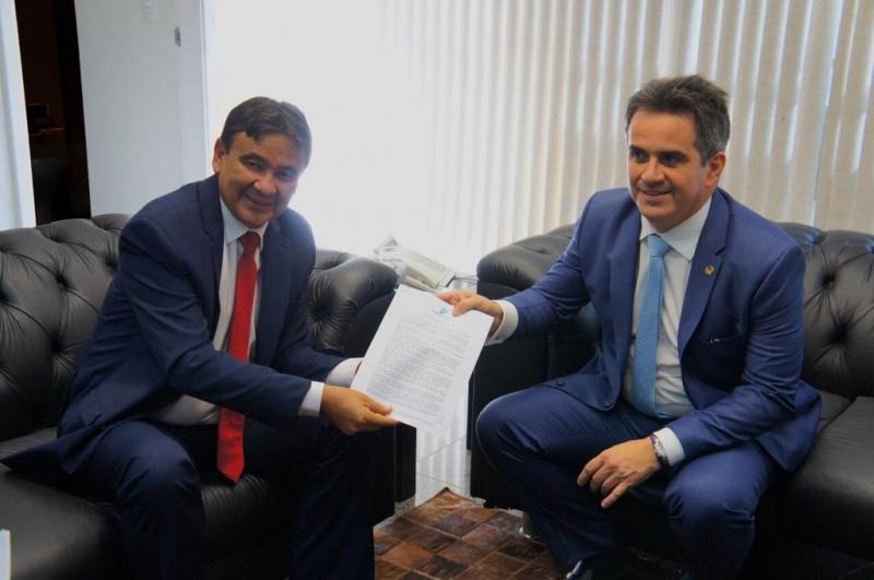 Pressão na base: Ciro Nogueira entrega carta com 'recomendações' à Wellington Dias