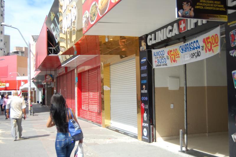 Mais um feriado: Lojas voltam a ficar fechadas neste feriado do Dia dos Finados